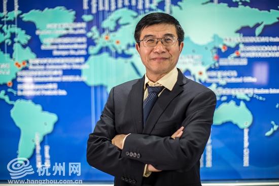 三花控股集团副总裁及首席科学家的美籍华人黄宁杰在接受杭州网采访