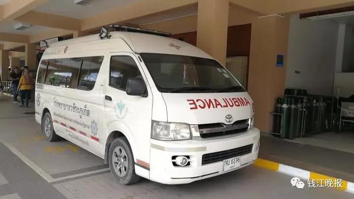 记者抵达普吉医院 失去全家的杭州老人心痛到无法言语