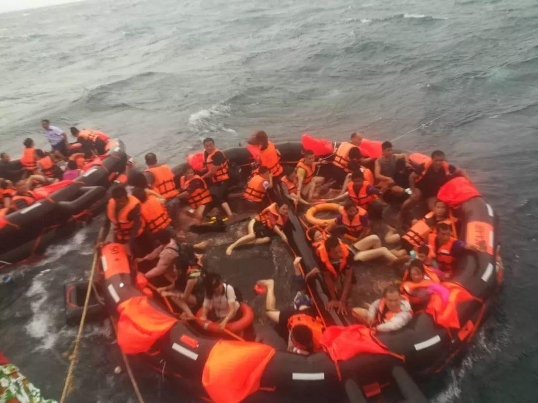 普吉海域两船倾覆 中国游客33人死亡 23人失踪