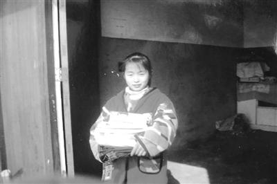 老姚和徐芳一个开轮胎店 一个读大学三年级 一份