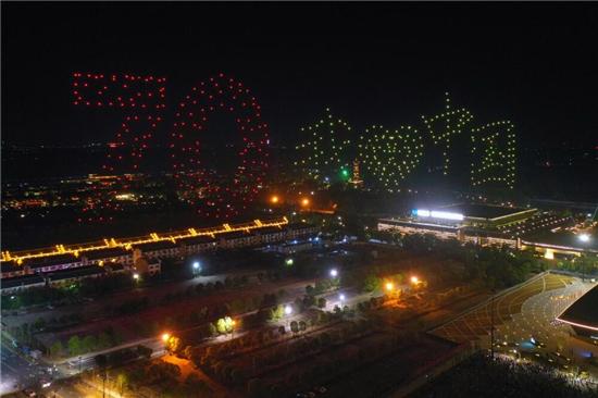 震撼!500架無人機點亮烏鎮夜空 花式表白祖國